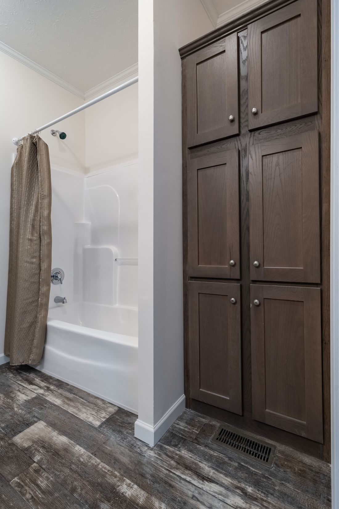 The 4058 ELITE PLUS 6216 Master Bathroom. This Manufactured Mobile Home features 2 bedrooms and 2 baths.